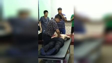 张一圣柔性正骨治疗弯腰驼背手法教学视频_超清