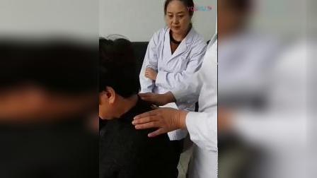 治疗肩膀胳膊疼痛胸椎等高理论手法讲解_标清