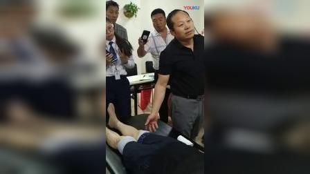 中推何强治疗膝盖膝关节疼痛髌骨移位复位手法教学讲解_超清