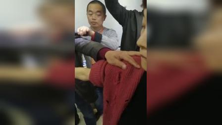 中医推拿正骨治疗手臂疼痛手法_标清