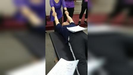 周海燕拉筋伸筋治疗肩周炎手法教学讲解_超清