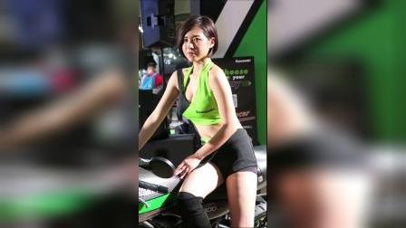 五股重机展:Kawasaki车模短发俏丽