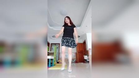 敏儿长发姐姐广场舞 ,眉飞色舞。