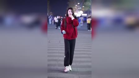 像晨妍这么可爱的女孩子,不知道以后会便宜了哪个男孩?#街拍#穿搭