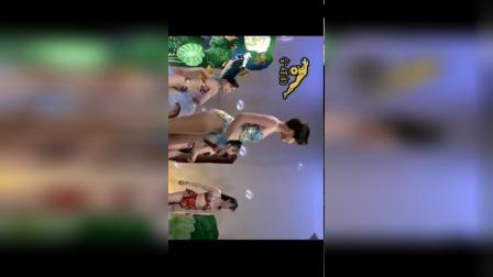 十二大美女海底城泳装秀 高清MV