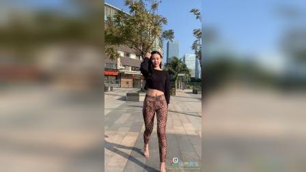 《春光娱乐》4K,模特丽莎,紧身豹纹裤,高跟鞋,练习走台步