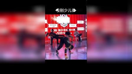 台下不知道付出了多少努力才有今天的辉煌支持我们中国🇨🇳小舞者!#街舞#这就是街舞