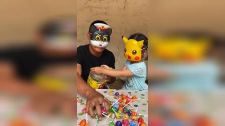 童年趣事:带面具的人把糖全拿走了!