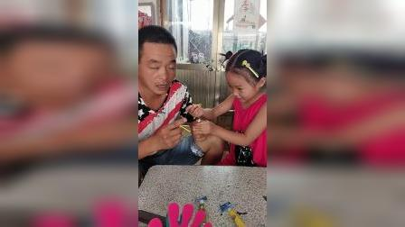 童年趣事:爸爸领着孩子毁了泡泡