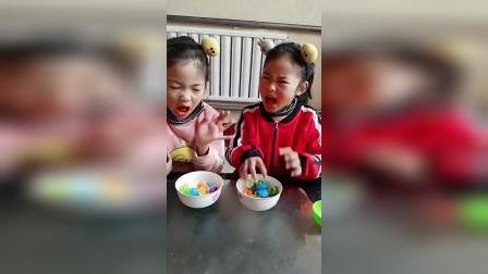 童年趣事:姐姐和妹妹发西瓜泡泡糖