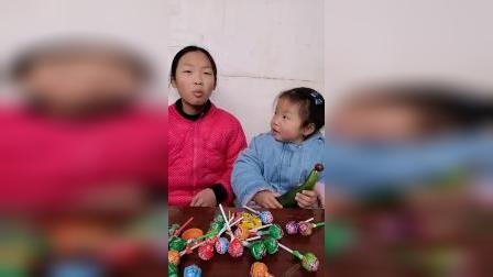 童年趣事:宝贝在吃什么呢?