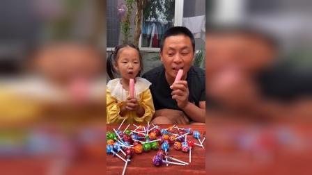 童年趣事:爸爸和有碎冰冰吃 好幸福吆