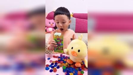 趣味童年:弟弟的模仿表演很到位