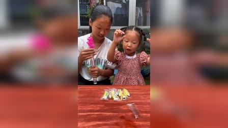 少儿:和姐姐一起玩吹泡泡