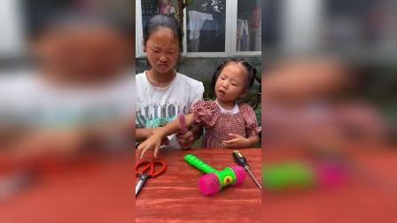 少儿:和姐姐一起吃脆冰冰