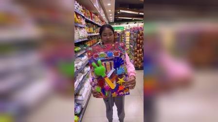 童年趣事:姐姐想买玩具,妈妈答应了