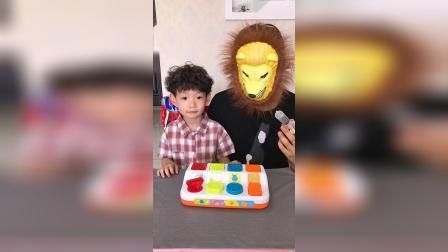 童年趣事:宝贝给斑马打预防针了