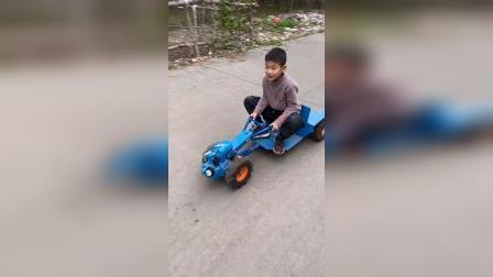 童年趣事:我都骑车走了,你的拖拉机还没跟上来