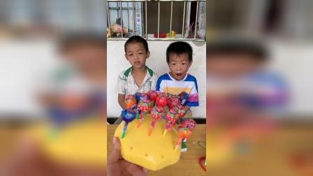 童年趣事:哥哥和弟弟在玩麻将吗