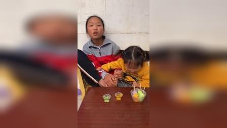 童年趣事:宝贝们一起吃雪糕