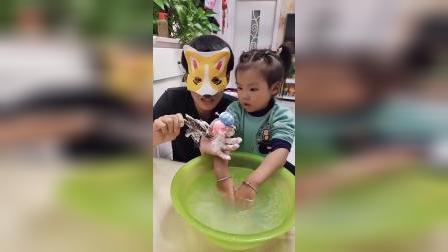 少儿益智:宝宝可以帮我把玩具洗干净吗