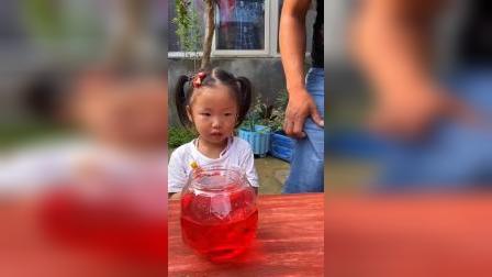 童年趣事:妈妈不让喝,你还喝