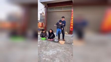 童年趣事:拔呀拔萝卜