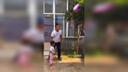少儿:爸爸我的气球在树上