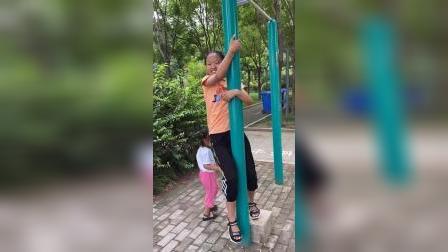 少儿:妹妹能爬上去吗