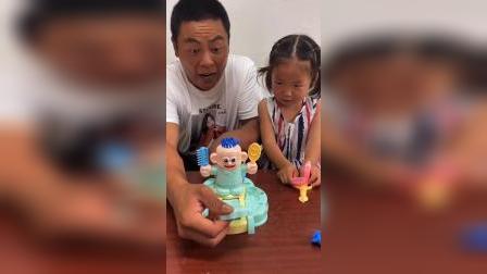 少儿:和爸爸一起玩玩具啦