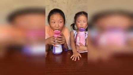 少儿:我们超乖,在喝水
