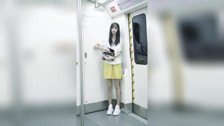 喜欢坐地铁的原因是经常遇到她,不过最主要的原因还是贫穷!