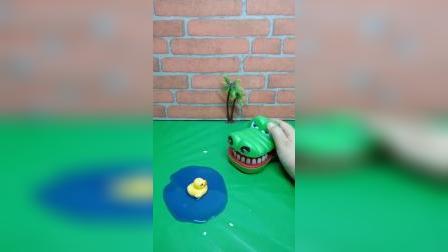 童年幼教玩具:大鳄鱼救小鸭子