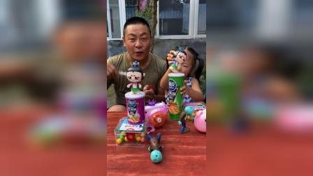 童年趣事:我要跟爸爸比赛吹气球