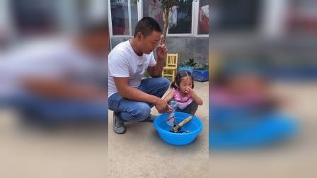 少儿:妹妹在刷鞋