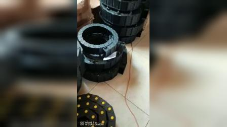 沧州盛昊生产带不锈钢接头的尼龙塑料拖链