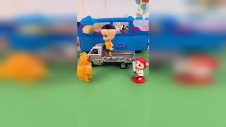 玩具:乔治坐在购物车里。