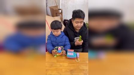 少儿:给你们辣椒吃