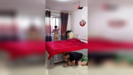 搞笑一家人:一招叫醒老婆