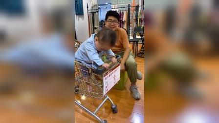 少儿:跟爸爸去逛商场