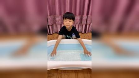 少儿:试试水温,我要洗澡了