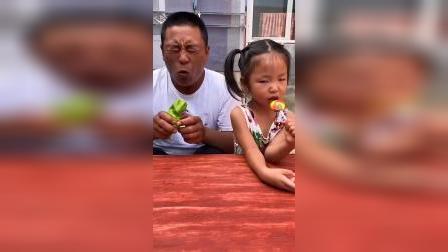 灿烂童年:爸爸被辣椒辣到了