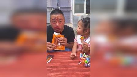 灿烂童年:爸爸吃辣条,脸怎么红了啊?
