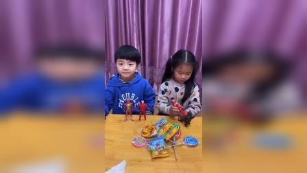 灿烂童年:宝贝要把糖果分给小朋友们
