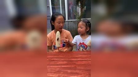 童年趣事:玉米上有个虫子,这怎么吃啊!