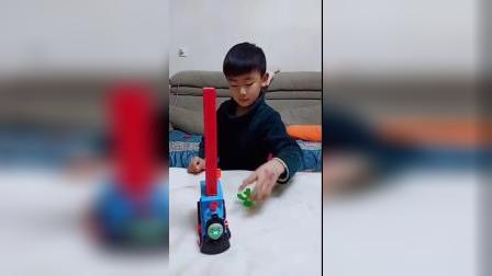 灿烂童年:儿子的玩具,超棒!