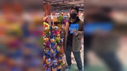 少儿:买两个大棒棒糖