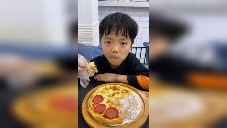 少儿:妈妈带我来吃披萨