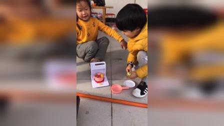少儿:和姐姐一起做饭