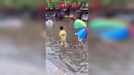 少儿:一起玩水吗